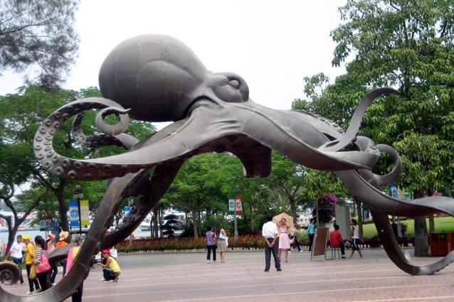 public art installation, oversized art, outdoor sculpture, Kingston, Ontario