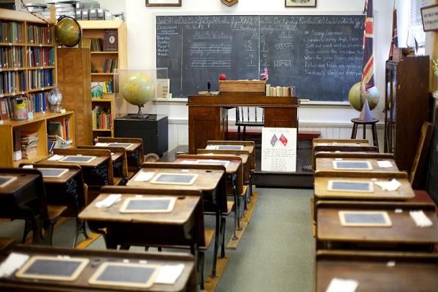 Frontenac County Schools Museum, Barriefield, Kingston Tourism