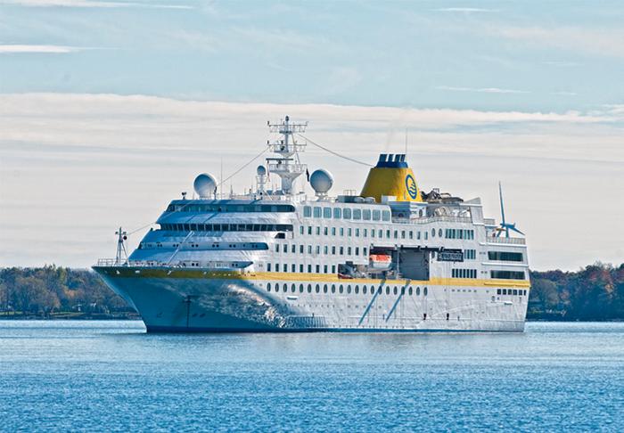 Cruise ships, deepwater port, Queen Street, Kingston, Ontario