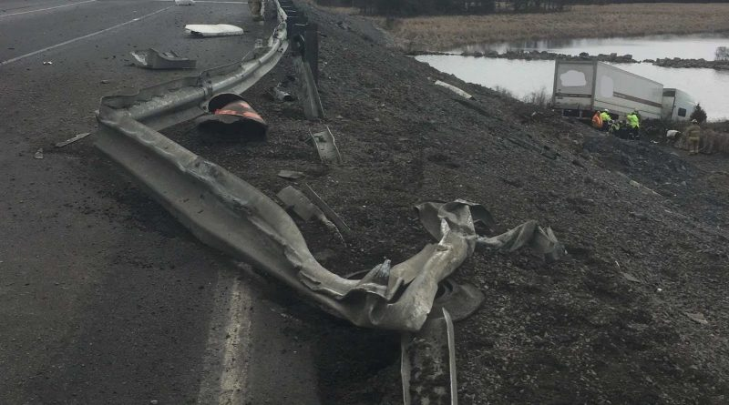 Single lane closed on Highway 401 after transport plunges into river